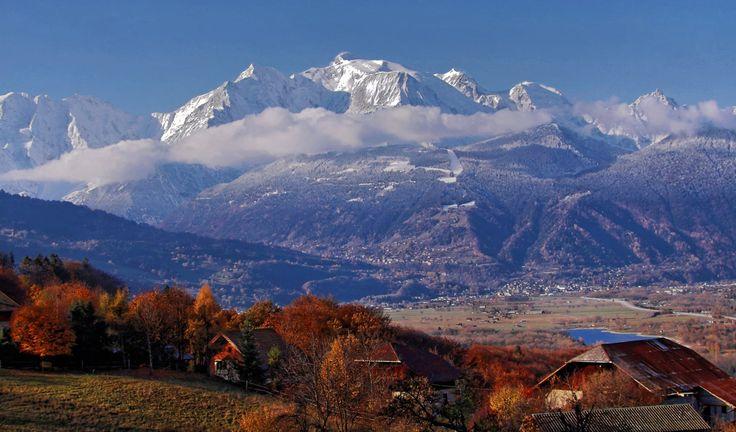 Életem egyik legmeghatározóbb élménye a hegyekhez köthető, igen megmásztam a Mont Blanc nevű hegyet 2007-ben. Már tíz éve volt? Szalad az idő… A közhiedelemmel ellentétben ez nem Európa legmagasabb pontja – bár ez nem von le a teljesítmény értékéből semmit sem.   #4000 méteres hegy #csúcsmászás #hegymászás #Mont Blanc #unesco világörökség