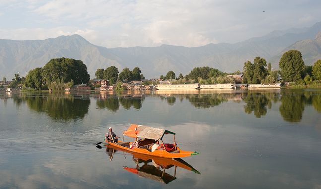 #Visit this land of #Paradise #Kashmir and spend some time in #Dallake with #luxurious #houseboats