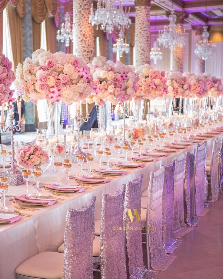 Perfection ! The chair covers, the lush fresh floral centrepieces, tableware and those chandeliers, this wedding reception decor by @keshdesigns is gorgeous ! #NWdecors #NigerianWedding