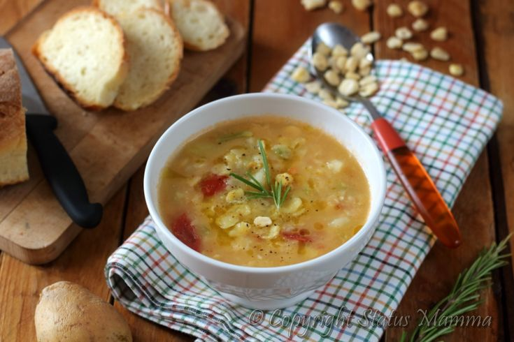 La zuppa di cicerchie e patate è piatto semplice e confortante molto gustoso perfetto per riscaldarsi con l'arrivo dei primi freddi.
