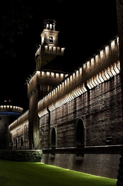 Castello Sforzesco,Milan Milano Giorno e Notte - We Love You! http://www.milanogiornoenotte.com