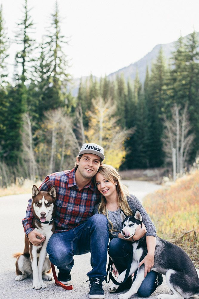 Fall couple photos with dogs. I love huskies! / Jadie Jo Photography