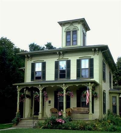 Green exterior house paint this italianate style house for Examples of exterior house color combinations