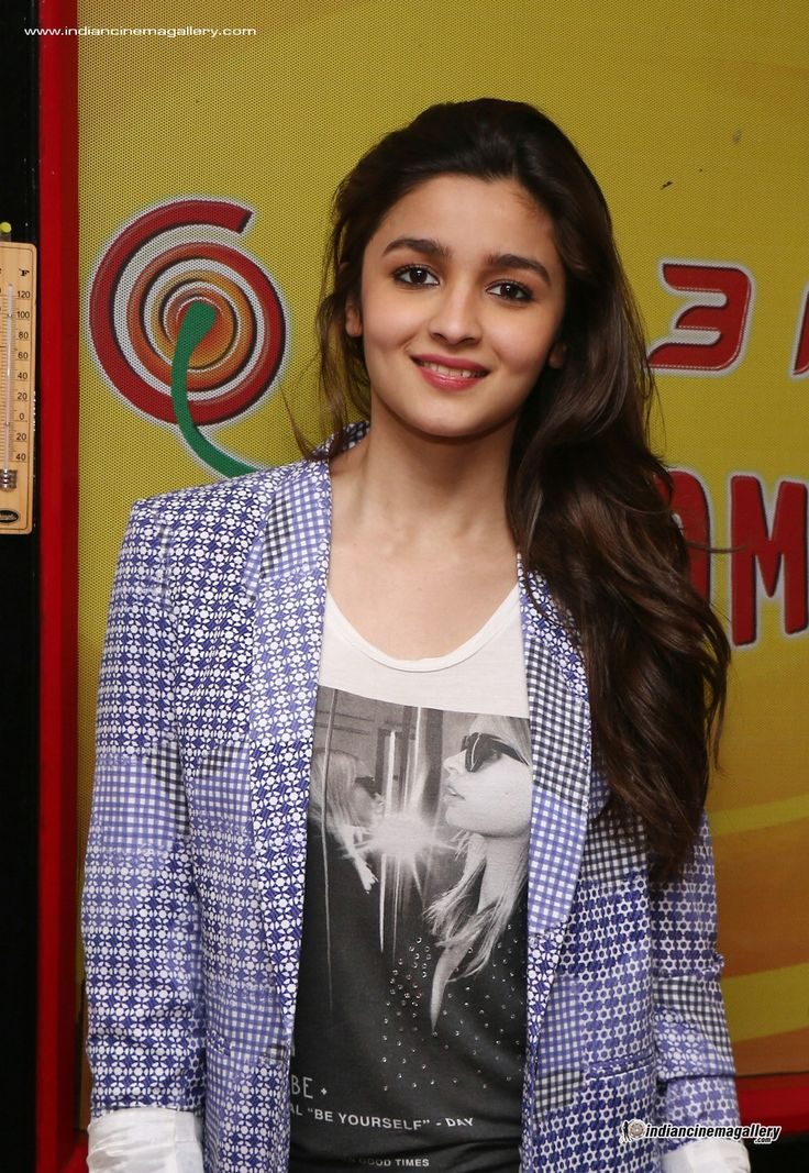 Alia-Bhatt-at-Radio-Mirchi-(6)