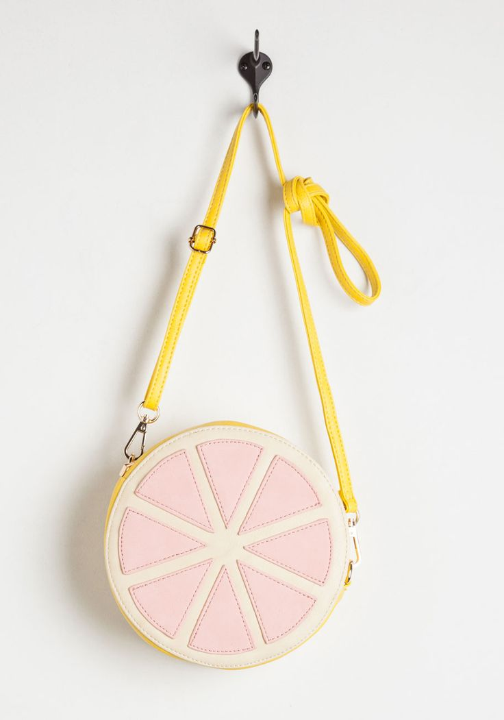 Spritz a Wonderful Life Bag. Refreshing cocktails, fresh fare, and an afternoon spent with your best girls - could todays plans get any sweeter? #yellow #modcloth