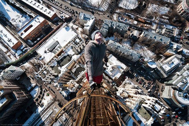 Ukrainian Mustang Wanted is a real daredevil who likes to be photographed while suspended in the air at a dizzying height. Impressive photos and unusual to discover images in the future