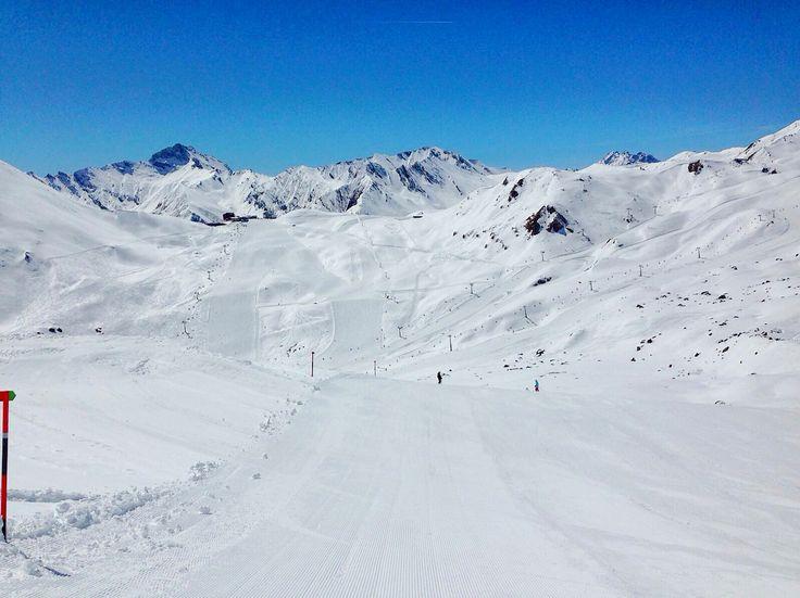 Herrliches Wetter im #april. Wir wünschen allen Gästen und Einheimischen einen schönen Tag auf der Piste ☀️   Eincremen nicht vergessen    #hotelbrigitte #ischgl #idalp #snow #skiing #ski #sun #sunburn #slope #austria #österreich #white #sport #spaßimschnee   www.hotel-brigitte-ischgl.at