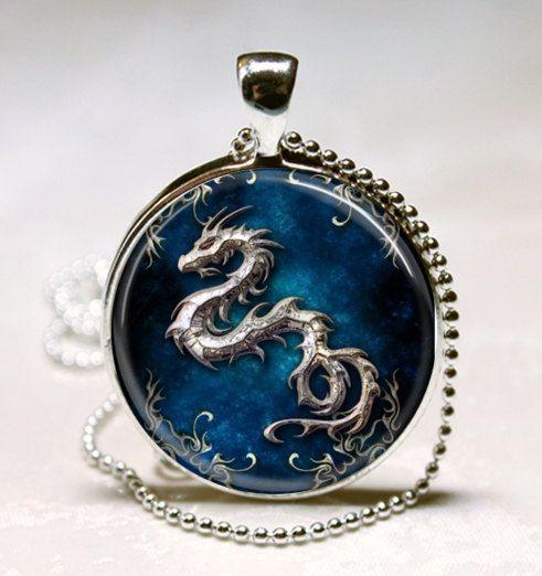 Pendiente de Cristal azul con Dragón | Diseñado por ETSY.-