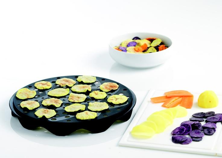 Mit dem Mastrad Chips Maker könnt ihr fettfreie Chips aus Kartoffeln, Obst oder anderem Gemüse in wenigen in der Mikrowelle zubereiten. http://www.megagadgets.de/chips-maker.html