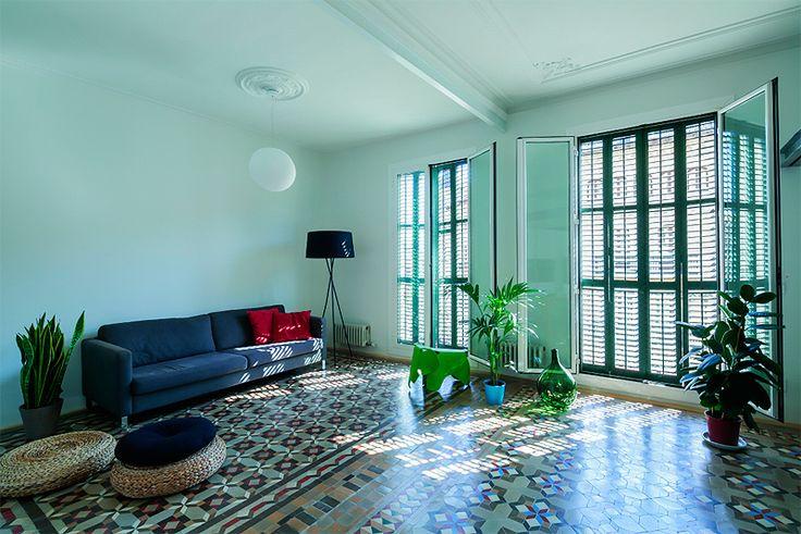 SANTOS kitchen | Luminoso salón con suelo de baldosa hidráulica. Proyecto realizado por Nook Architects