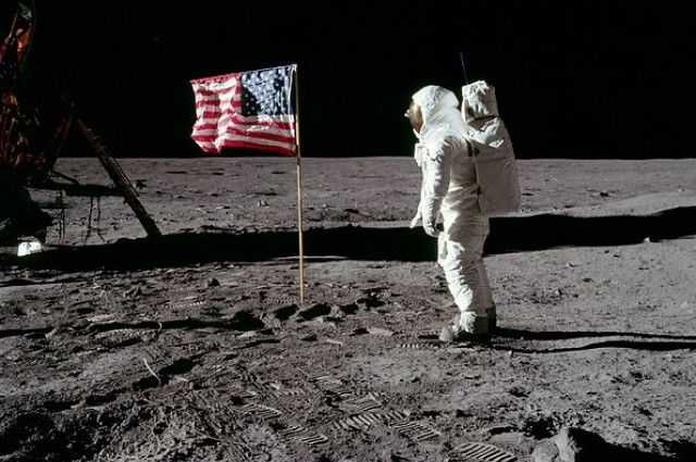 Russian Official Calls for an Investigation into Apollo Moon Landings | IFLScience