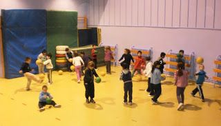 LLUVIA DE PELOTAS, juegos recreativos para niños, ideas para jugar