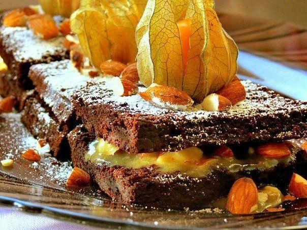 Brownie with almonds and caramel