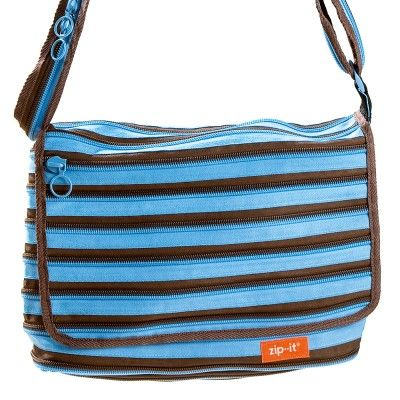 Ich find, blau ist ja sowieso meine Farbe. Also wieso nicht noch diese schicke Tasche mitnehmen? Cool finde ich ja, dass die Tasche komplett aus Reißverschlüssen besteht. Das hat mal Stil!