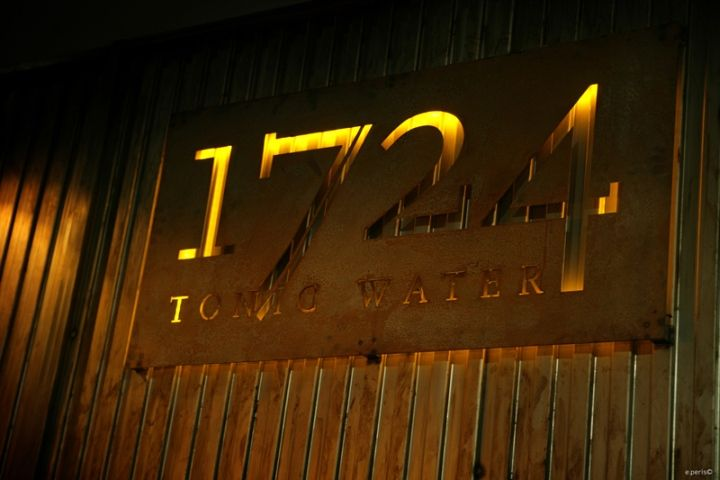 Tonic Water 1724 corner bar at Mercedes Fashion Week by Axthor, Madrid » Retail Design Blog