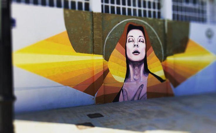 "#StreetArt ""La reina está triste qué le pasa a la Reina?"" #photoart #graffiti #arteurbano #diseño  #Graffire #culturaurbana #creatividad  #urbanart  #calle #art #street #dibujo #mural #paisajeurbano #social #foto #valenciastreetart #unofficialstreetart #graffitiart #aerosol by aroda07"
