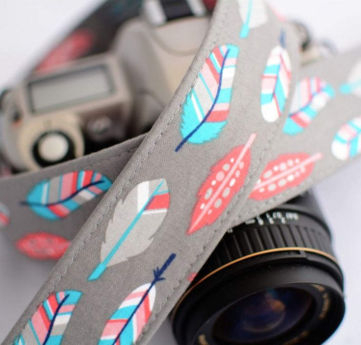 dSLR Camera Strap - Retro Feathers on Grey