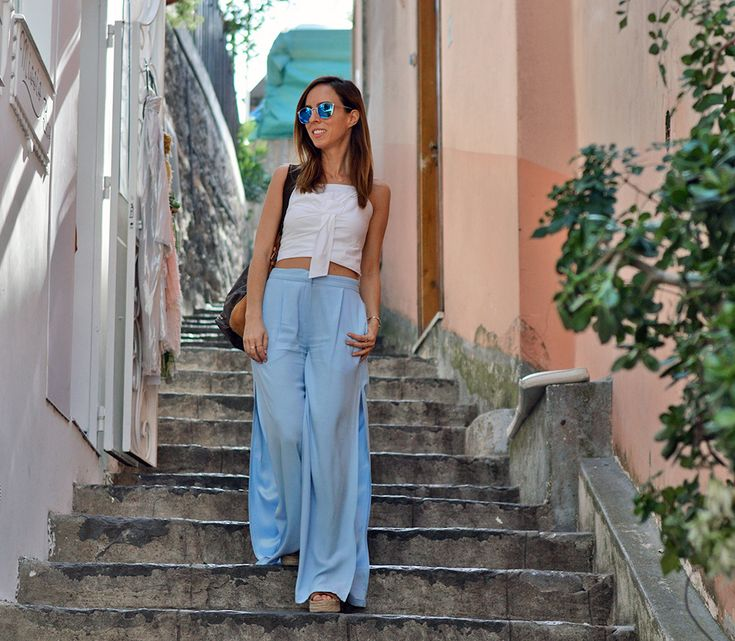 Sydne Style shows what to wear in positano italy in blue and white outfit ideas