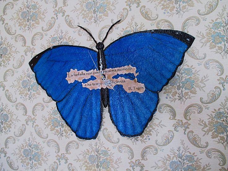 Orologio farfalla blu/Orologio fatto a mano in cartapesta/Orologio da parete/Orologio silenzioso con lancette/Orologio da riciclo di carta di FioreLunaEcoDeco su Etsy
