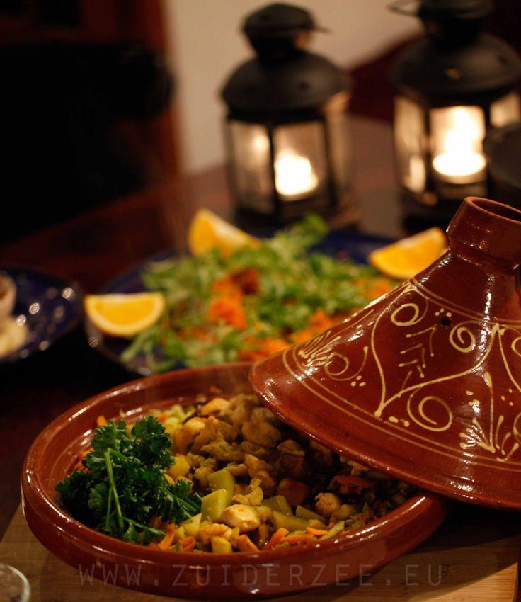 Tajine met kip en Marokkaanse kruiden en Worteltjes salade met dressing van sinaasappelsap, honing en oranjebloesemwater, gegarneerd met gecarameliseerde nootjes... Allemaal Homemade natuurlijk!
