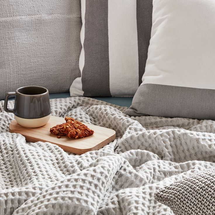 Our weekend situation: cosy textures and soothing greys. We love being snuggled up in bed with a nice throw and cup of coffee || Cotton On || 2016 || CO:HOME