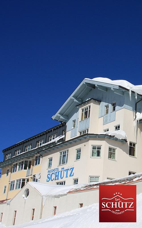 """Urlaub in einem der schönsten Familien Skiorte der Alpen, Skiurlaub in Obertauern im Salzburger Land, das ist unser Angebot für Sie. Als einer der Pioniere der touristischen Erschließung Obertauerns präsentiert sich das ****Hotel Schütz mit zeitgemäßen Komfort, die Top- Lage am Pass mit direktem Einstieg in die berühmte """"Tauernrunde"""" ist dieselbe wie früher."""