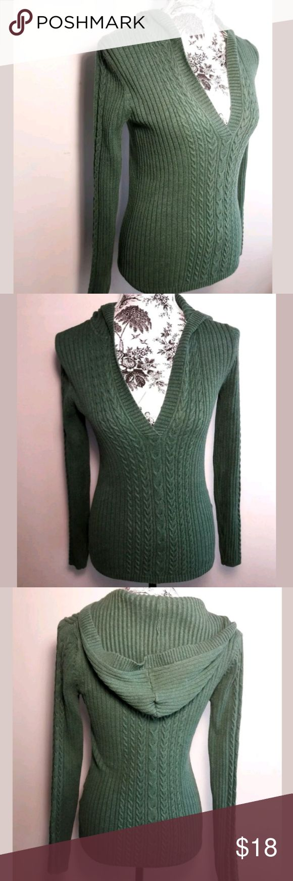 Old Nacy Gren Cable Knit V-Neck Sweatee Size XS Old Navy  Ladies Green Cable Knit V Neck Sweater with Hood Medium Knit. This sweater is very fashionable & Chic. Pairs well with Jeans or Slacks, Heels, Boots or Flats. The Perfect addition to add to your wardrobe. A Must Have!  Women's XSmall  Pre-owned in Excellent condition  Please be sure to view all images before purchasing  Thank you for Looking & Sharing Happy Poshing😄 Old Navy Sweaters V-Necks