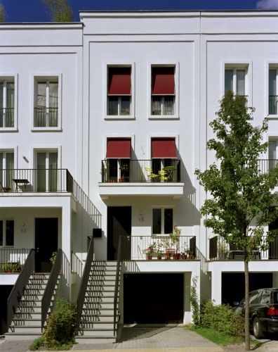 Stephan Höhne; Quartier Prenzlauer Gärten (New Construction of construction of a residential complex with 61 townhouses and 46 apartments as apartment buildings); Berlin-Prenzlauer Berg, Germany, 2008.