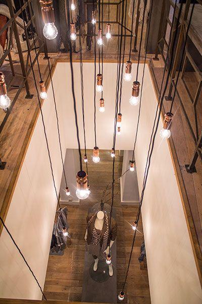 Waanzinnig trots op dit project; Restyling winkel met natuurlijke materialen in combinatie met staal en betonstuc. www.molitli-interieurmakers.nl