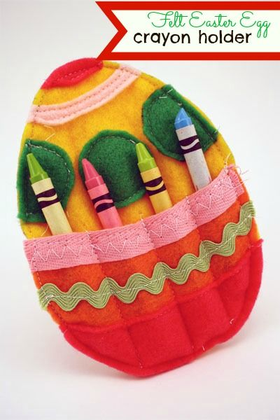 Make this cute felt Easter egg crayon holder for your Easter baskets or kids table this easter. www.skiptomylou.org