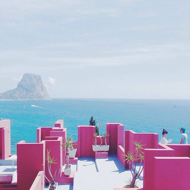 """@ernestosampons: """"Just an hour outside of Valencia, La Muralla Roja is an apartment building, built by architect Ricardo Bofill in 1973. It is one of my favorite buildings in the architecture of the last century. Located in the area La Manzanera, enjoy a privileged view over Calpe. It is a maze of stairs, walkways, and patios. The colors, shapes, and geometry—a must to visit on the Costa Blanca."""" #mapxvalencia http://mapit.co/mapxvalencia"""