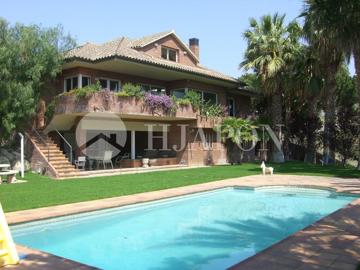 An exclusive estate for sale in Teià with sensational views of the coast of Maresme