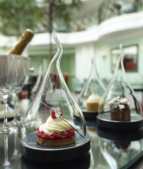 An incredible site for learning everything about luxury hotels and the French art of welcoming on this site: http://www.laurentdelporte.com/en/ Tart by François Perret, Chef Pâtissier in Paris