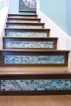 Beach,Coastal entry,stairs,tiles. I don't like the dark wood, I would do it with a lighter wood.