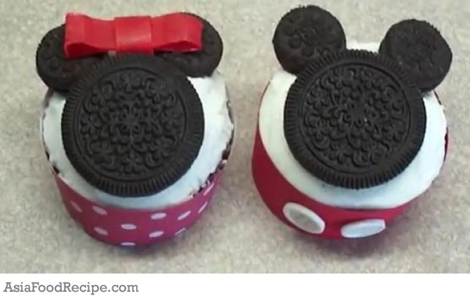 The idea for childrens birthday cakes came from our daughter's little Minnie Mouse doll which she loves. Therefore, i made this mickey and minnie mouse cupcake