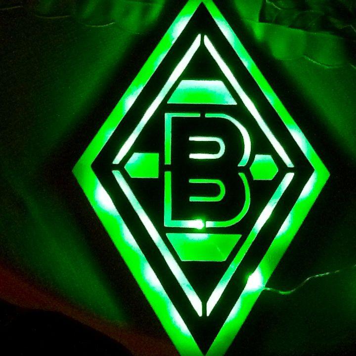Logo / Raute Borussia Mönchengladbach mit grünen LED-Licht illuminiert