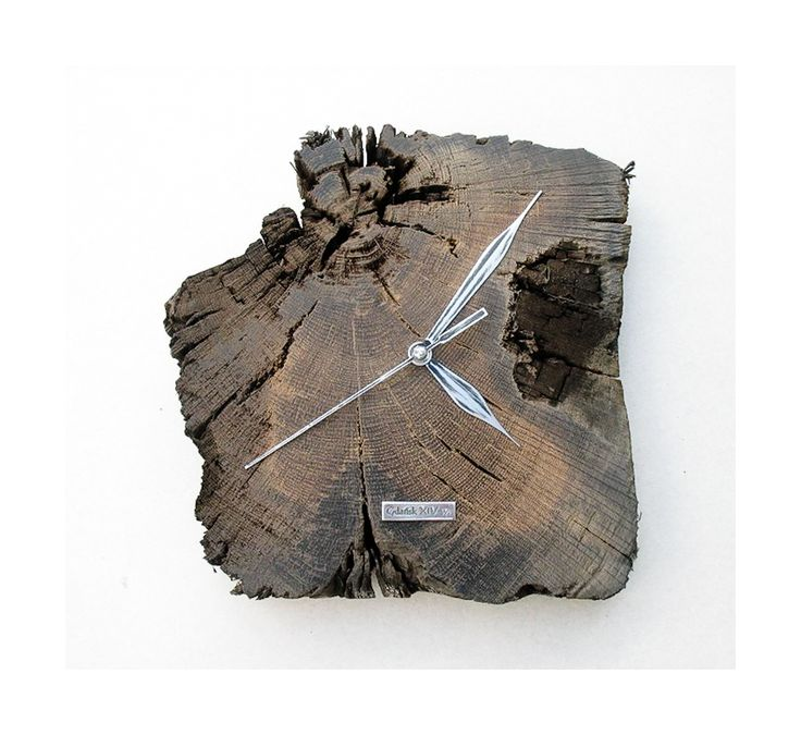 Model no 13 *). This clock is made of construction wood from the buildings of the Old Town of Gdansk. Black oak dating back to the 14th century. Size 25 cm x 24 cm.