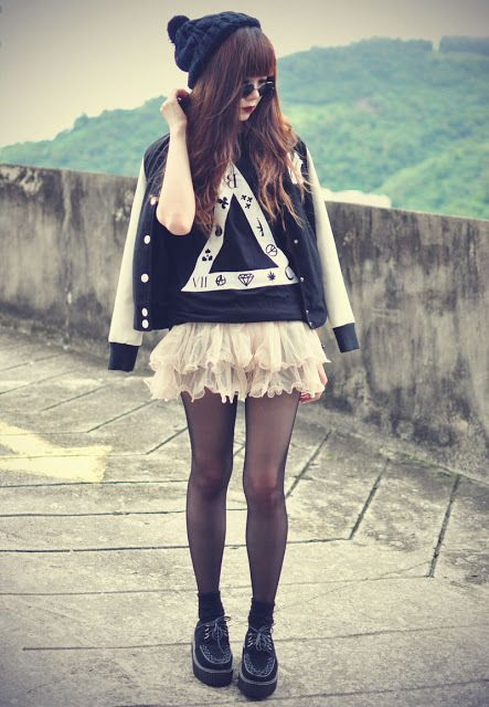 I absolutely love the triangle graphic tank with the ruffled skirt, beanie, tights, letterman jacket, and black shoes. I thought the pattern on the triangle were the symbols for EXO's powers.