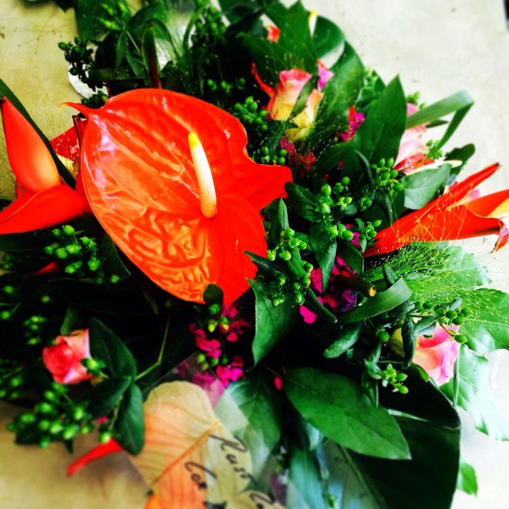 Prachtig in het rood #bloomsstore #fresh #rouwbloemwerk #bezorgen