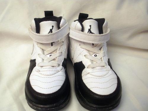 BLACK   WHITE BABY BOYS NAME BRAND JORDANS TENNIS SHOES SIZE 8C FAST  SHIPPING  4ce6b7485154