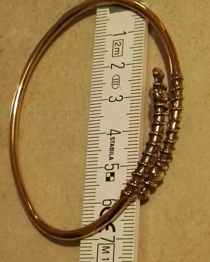 """Armring til håndled eller underarm..  """"Midgårdsorm med snoning -  lille"""" Kan justeres i diameter så det passer dig...  Bronze  275 kr."""