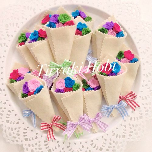 ♥ Tiryaki Hobi ♥: Keçe bebek şekeri / doğumgünü magneti - gül demeti (HANDE)