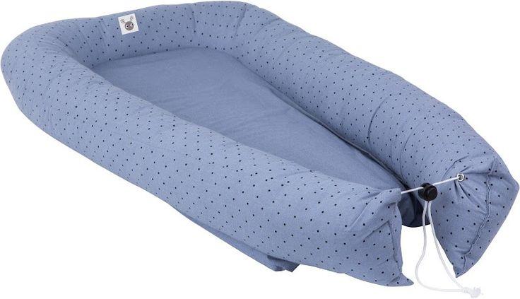 #Vauvapesä #Unipesä #Babynest, Färg & Form, Skummis, Cozy bed, Sininen/ musta.  Tutustu valikoimaamme ja tilaa suloinen vauvapesä helposti verkkokaupastamme www.vauvapesa.fi!