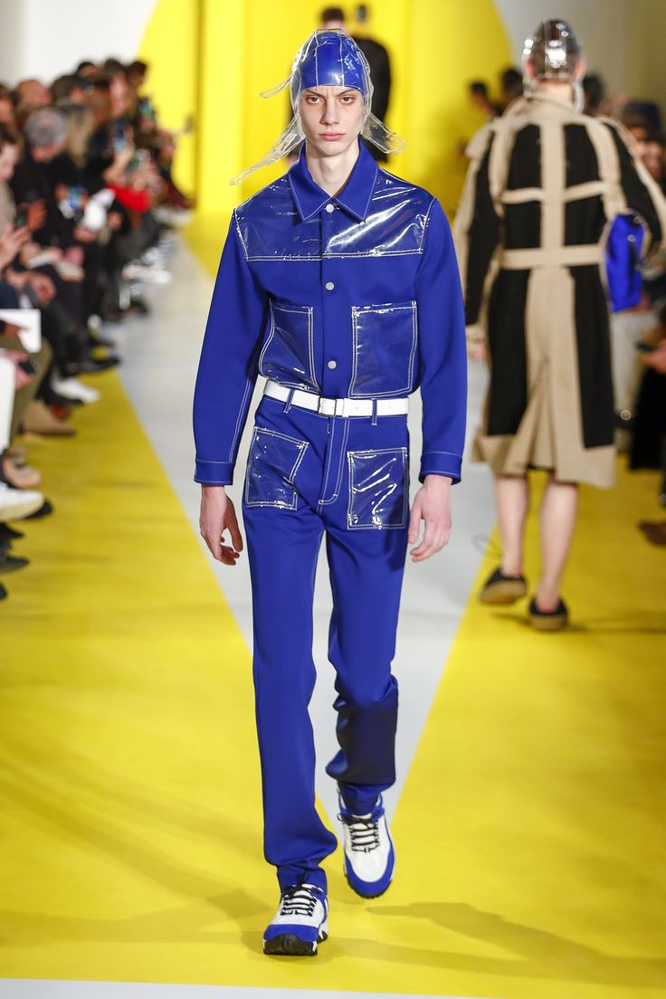 The complete Maison Margiela Fall 2018 Menswear fashion show now on Vogue Runway.