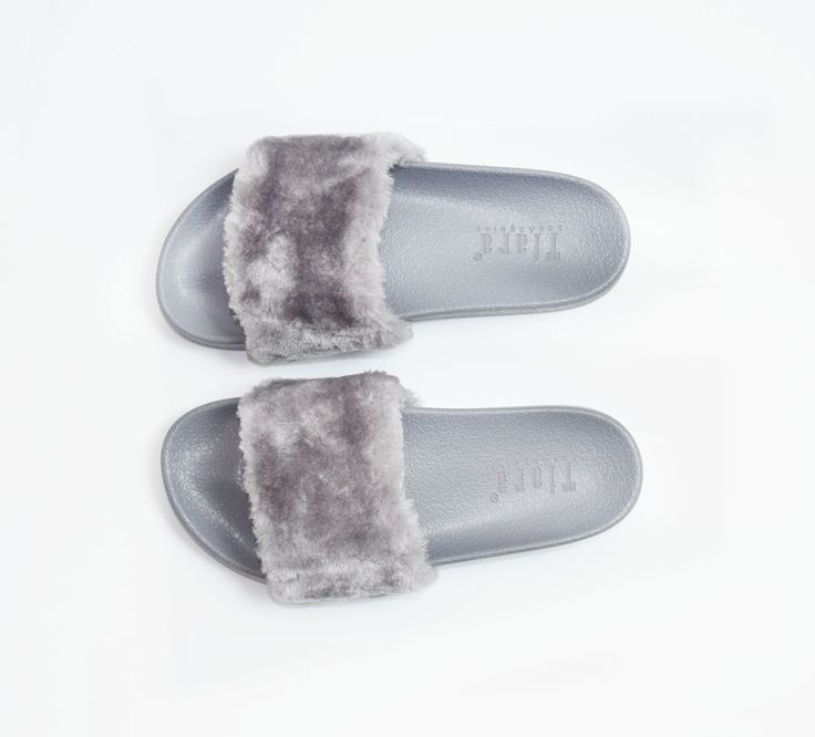 We totally love Fenty Puma x Rihanna's collab on their fur slippers because obviously it is the new trend! So we hopped on the band wagon and brought you our version of the Fenty Puma slides for only