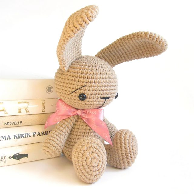 Ravelry: Sitting bunny with straight ears - Cute rabbit pattern - Amigurumi stuffed animal - Difficulty: easy pattern by Kristi Tullus ☼Teresa Restegui http://www.pinterest.com/teretegui/☼