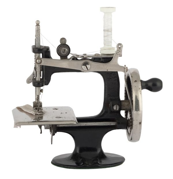 http://www.photo-dictionary.com/photofiles/list/3878/5212old_sewing_machine.jpg