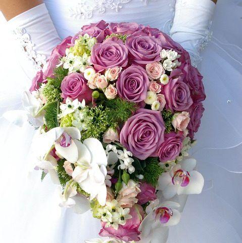 Brautstrauß werfen | Brautstrauss kaufen | Ideen und Tipps für den richtigen Wurfstrauss.