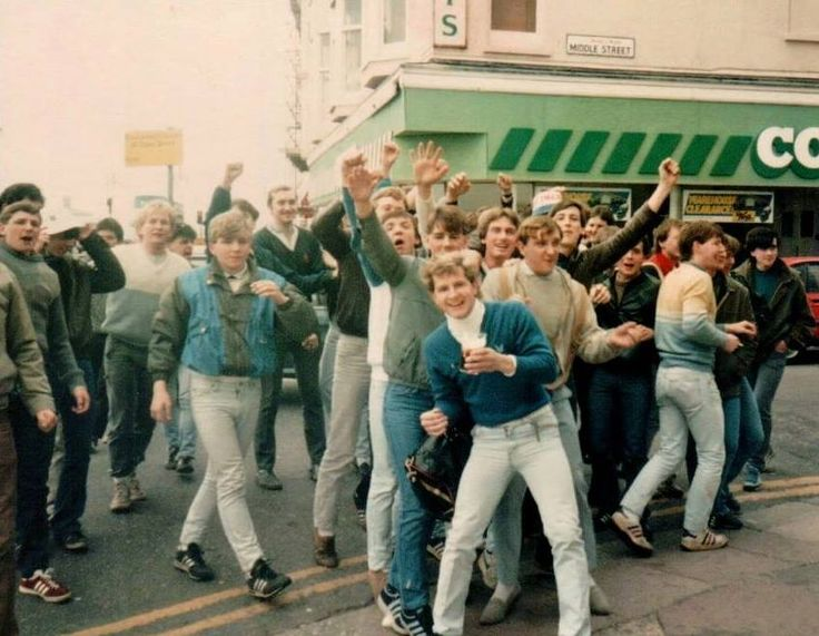 Familiar image of the times. Eek... roll necks and faded Lois jeans.(not UTD)