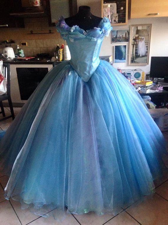 Film de Disney Cendrillon 2015 elle bleu robe de par liliemorhiril
